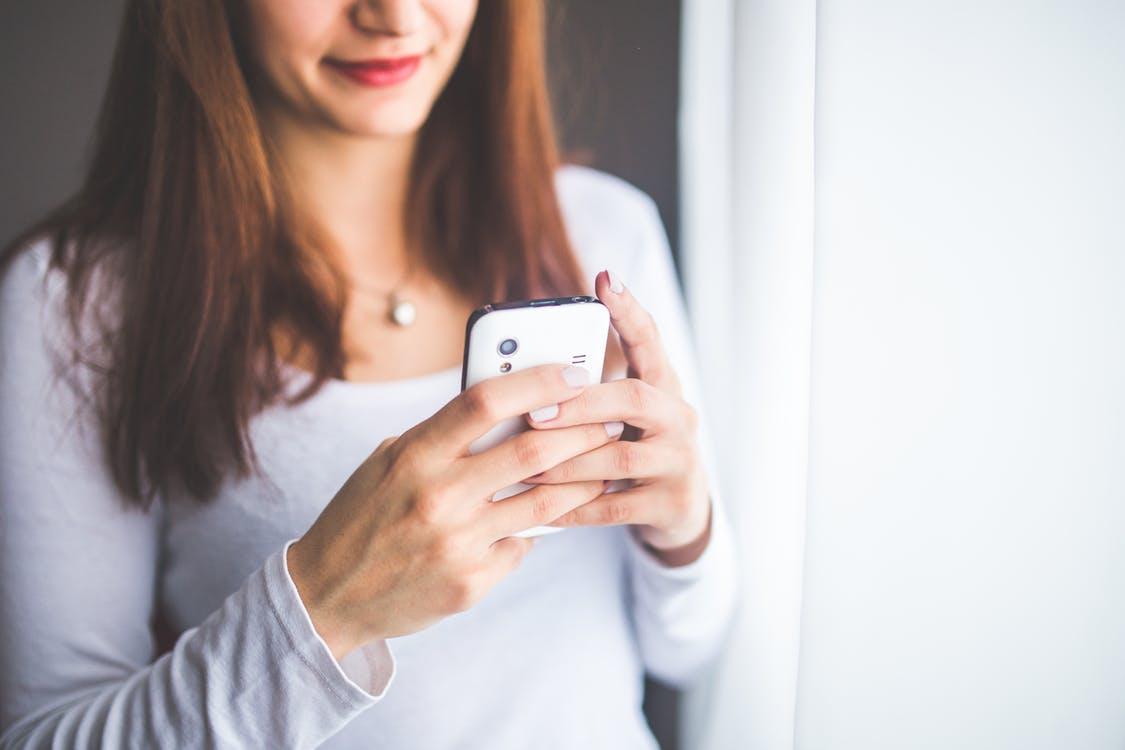woman-smartphone